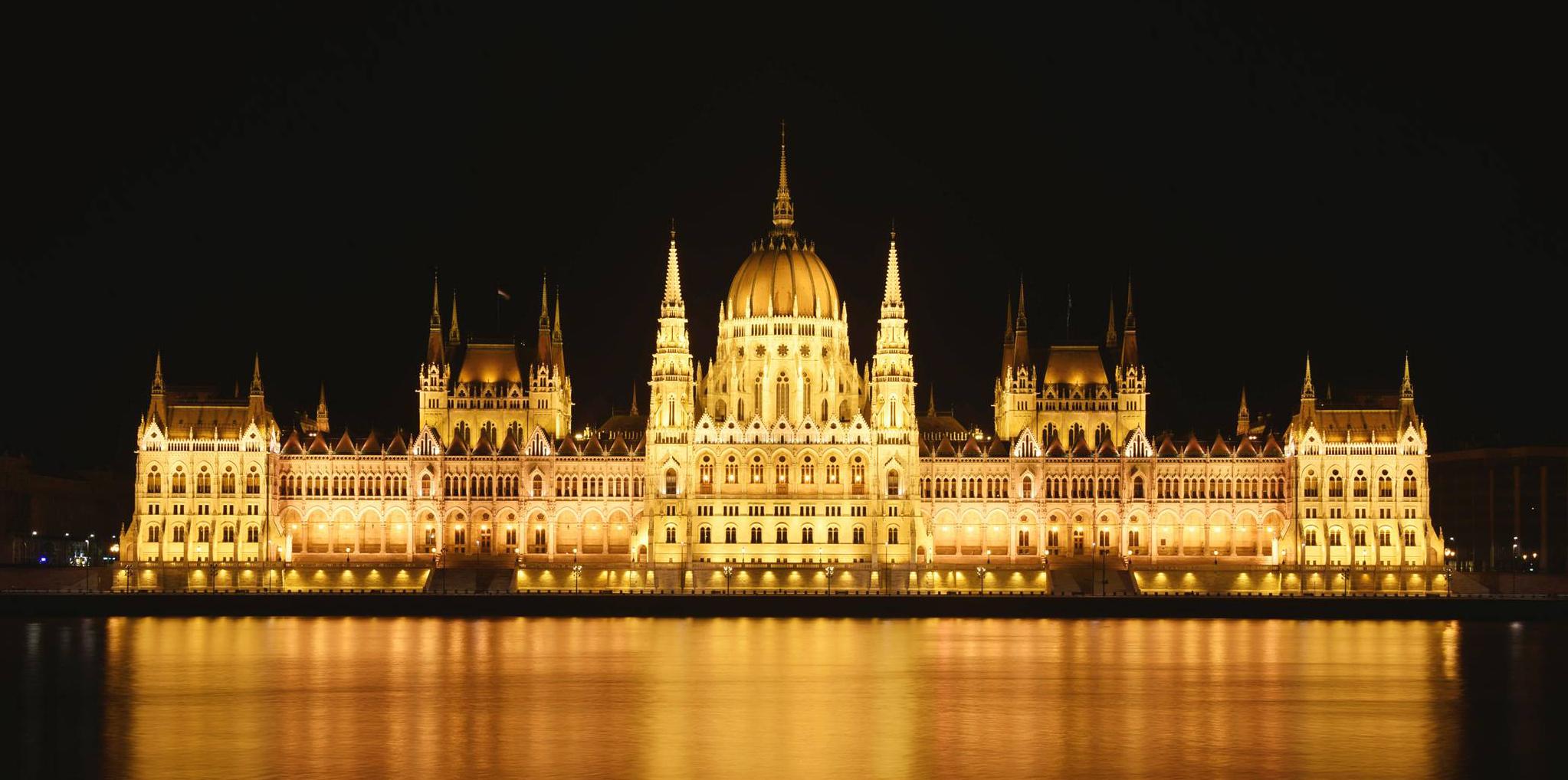 Kết quả hình ảnh cho cung điện hoàng gia budapest